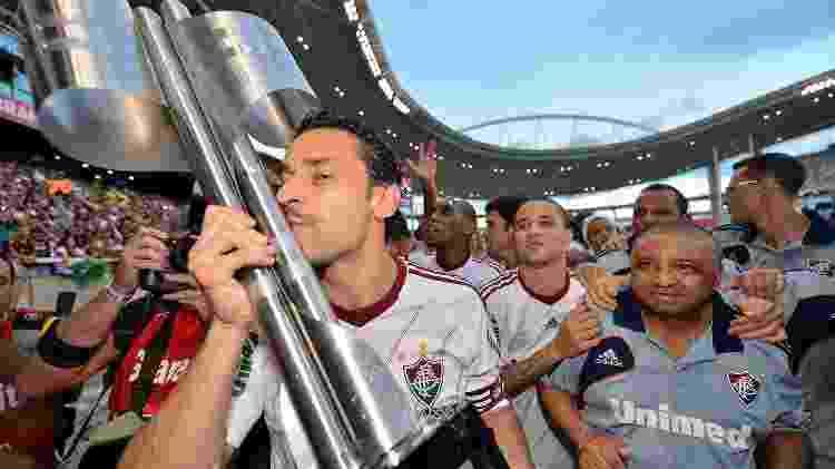 Fred com o taça do Brasileirão de 2012, o segundo que venceu pelo Fluminense - Buda Mendes/LatinContent via Getty Images - Buda Mendes/LatinContent via Getty Images