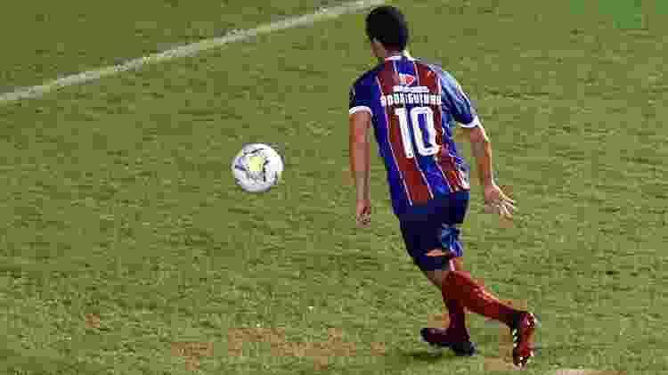 Rodriguinho bate pênalti com cavadinha e abre o placar para o Bahia contra o Coritiba, pelo Brasileirão 2020 - Walmir Cirne/AGIF - Walmir Cirne/AGIF