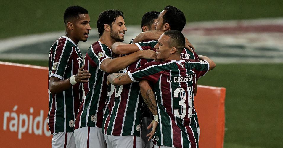 Jogadores do Fluminense comemoram gol marcado por Evanílson, contra o Atlético-GO, pelo Campeonato Brasileiro