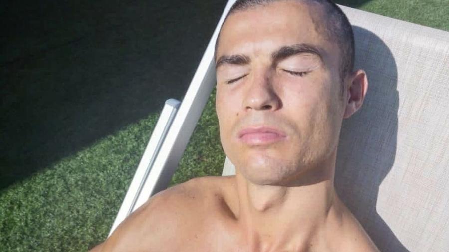 Cristiano Ronaldo tomando sol em sua mansão na Itália - Reprodução/Instagram