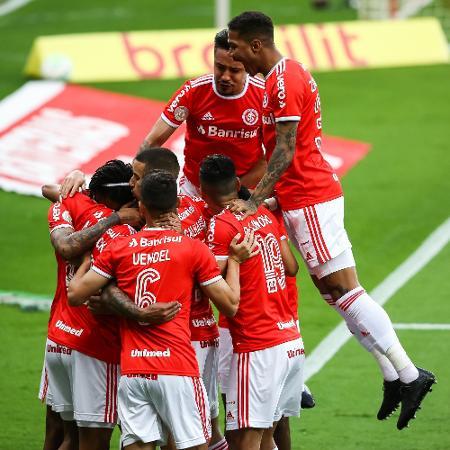 Jogadores do Inter comemoram o primeiro gol contra o Flamengo - Pedro H. Tesch/AGIF