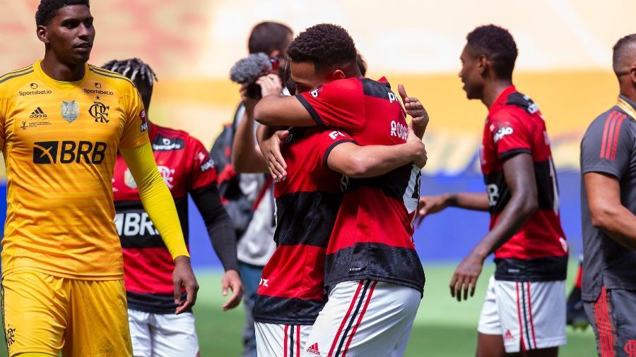 Jogadores do Flamengo celebram conquista da Supercopa do Brasil - Marcelo Cortes / Flamengo