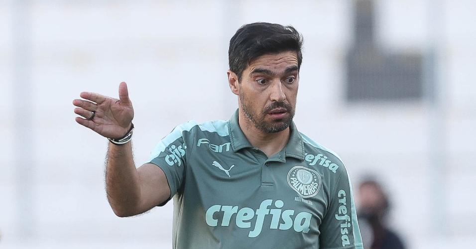 Técnico Abel Ferreira, do Palmeiras, na partida contra a Ponte Preta