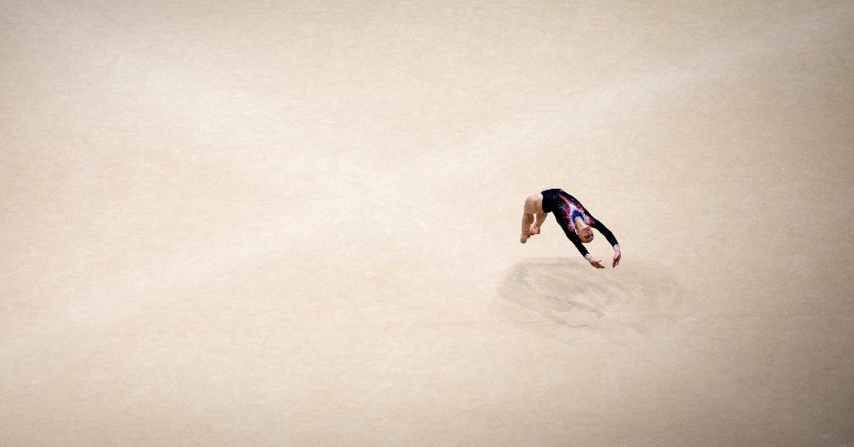 Detalhe da apresentação de solo de Brevet Marine, da França, na eliminatória do Mundial de ginástica