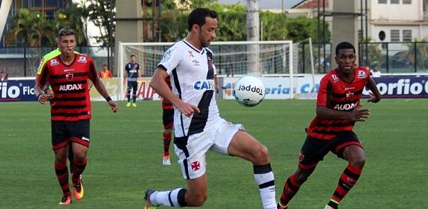 Nenê marcou o primeiro gol do Vasco