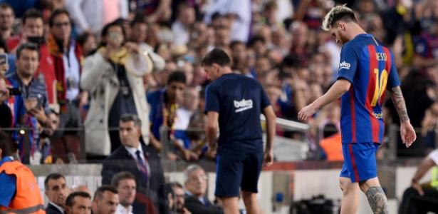 Messi saiu lesionado da partida contra o Atlético de Madri, na quarta