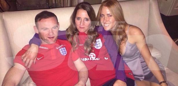 Rooney alcoolizado com fãs no hotel da seleção inglesa