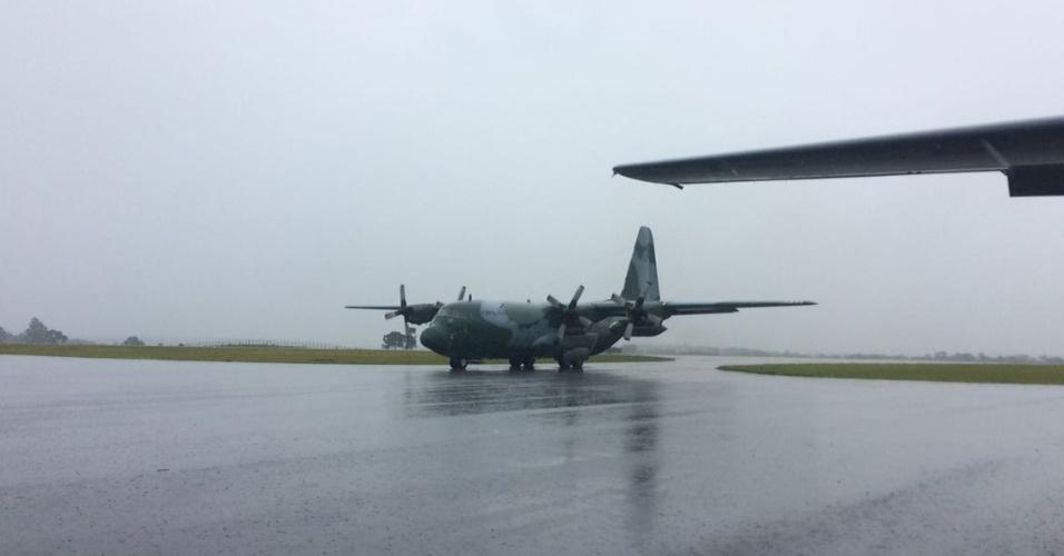 Avião com vítimas de tragédia pousa em Chapecó para as solenidades