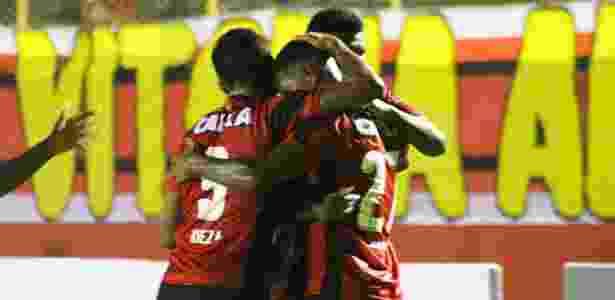 Jogadores do Vitória comemoram gol de David em jogo contra o Sergipe - Flickr/Vitória