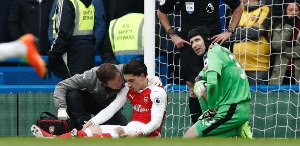 Bellerin tomou cotovelada no clássico entre Arsenal e Chelsea