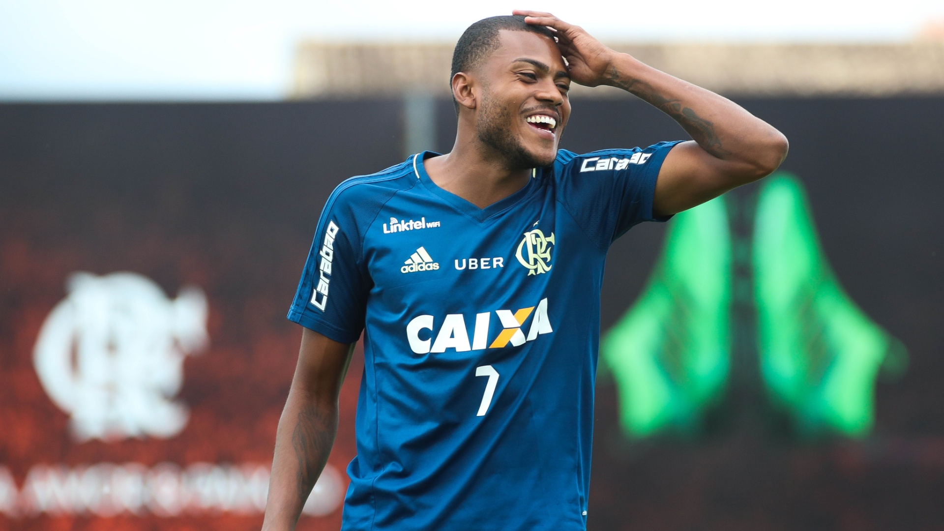 Marcelo Cirino enfrenta resistência da torcida para reescrever história no Flamengo