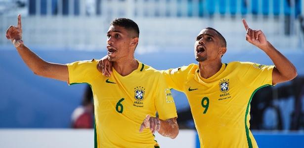 Lucão e Rodrigo comemoram título brasileiro no Beach Soccer