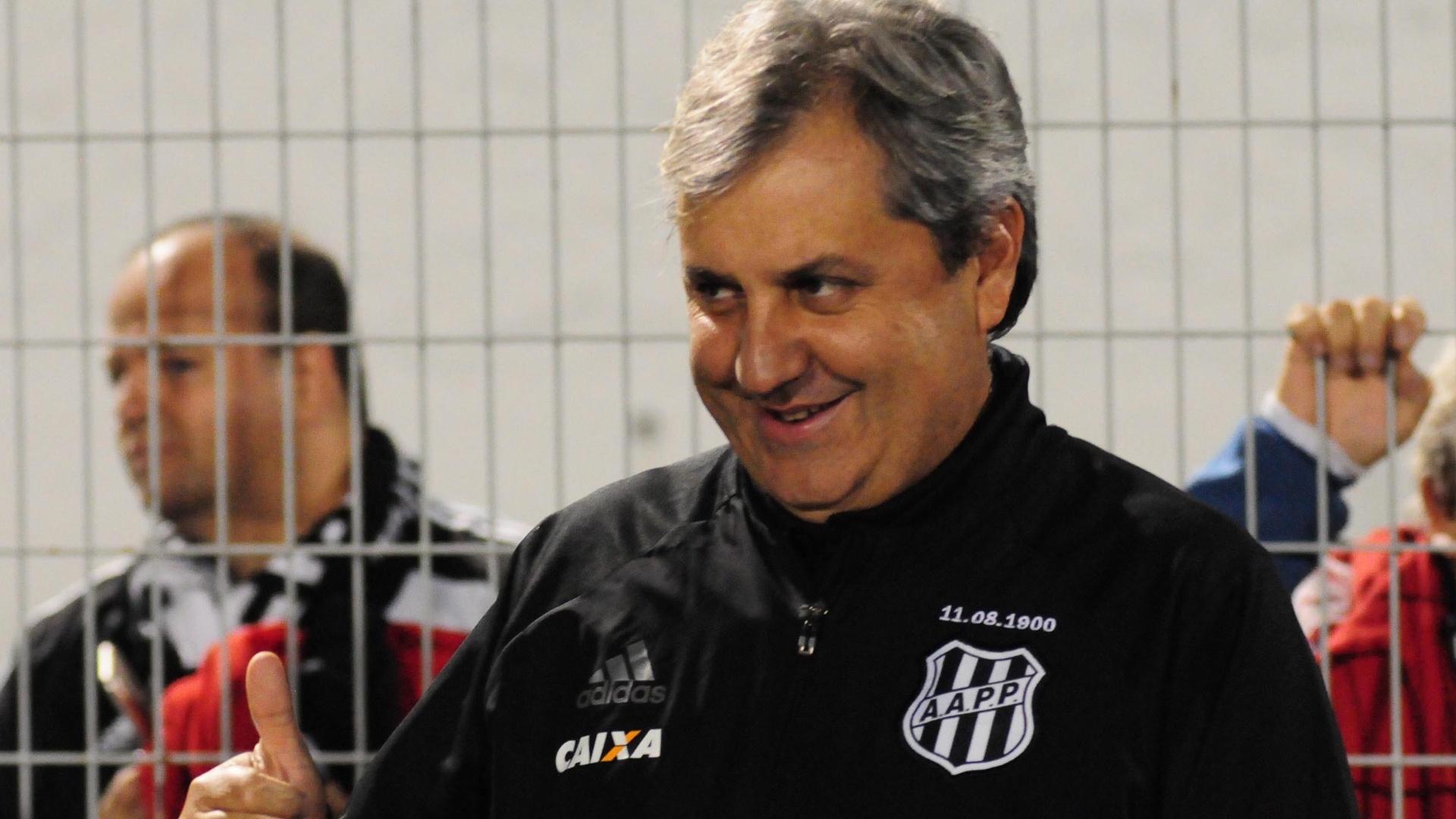 Gilson Kleina, técnico da Ponte Preta, em partida contra o Cruzeiro pelo Campeonato Brasileiro 2017