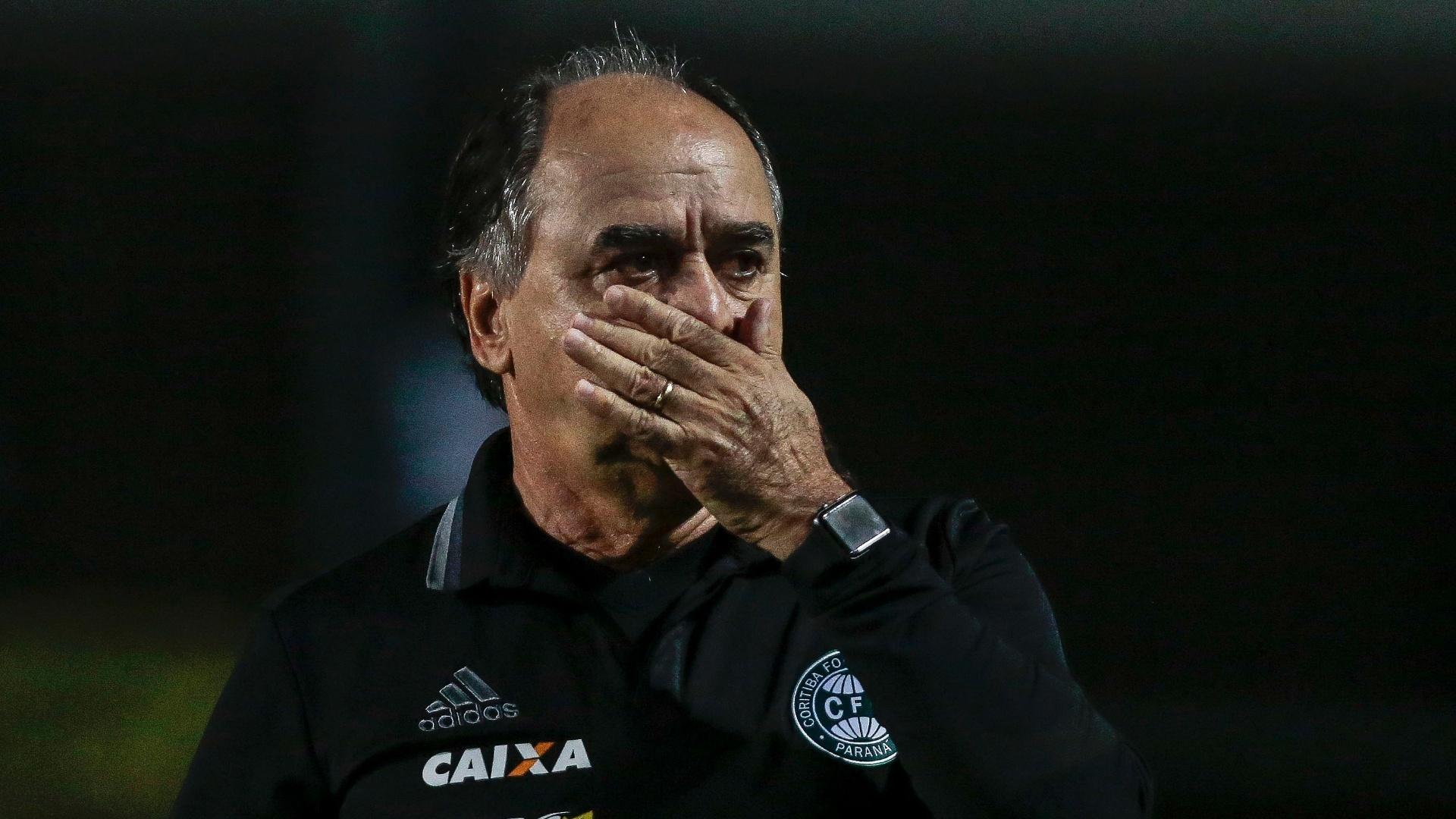 Marcelo Oliveira lamenta gol sofrido pelo Coritiba diante do Palmeiras