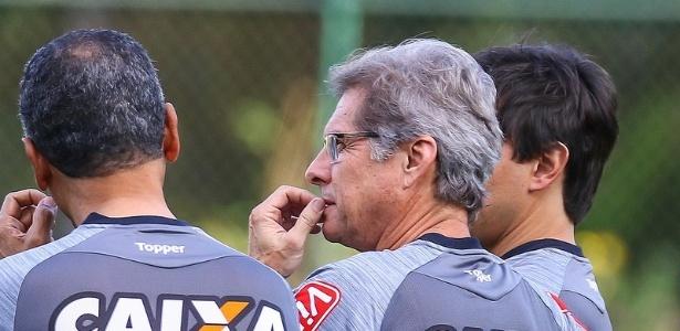 Oswaldo de Oliveira ainda aguarda por jogadores para elevar o patamar do Atlético-MG