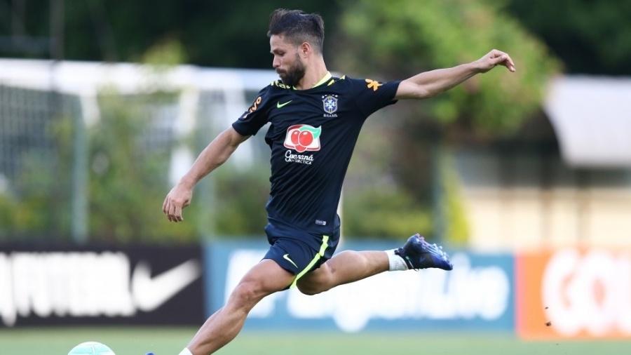 Diego em ação durante treino da seleção brasileira - Lucas Figueiredo/CBF
