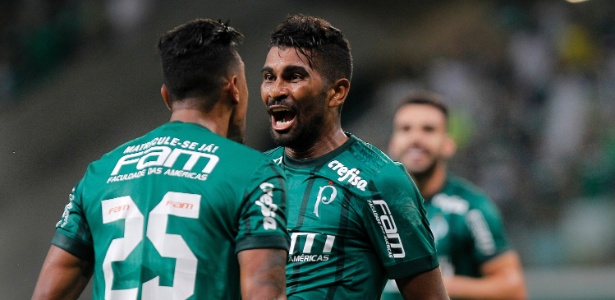 Thiago Santos comemora gol do Palmeiras contra o RB Brasil - Daniel Vorley/AGIF