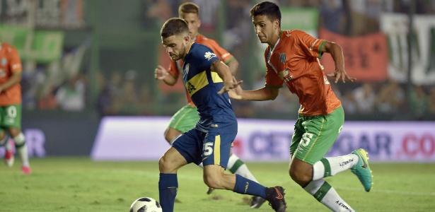 Nahitan Nandez, do Boca Juniors, em ação durante partida contra o Banfield - Pablo Aharonian/AFP