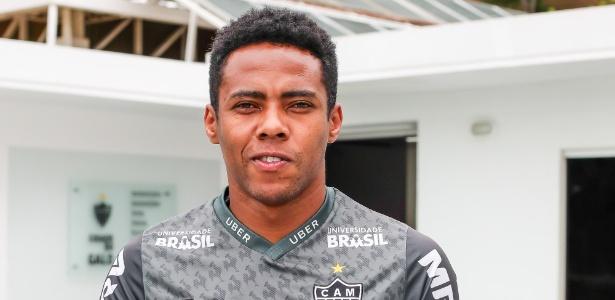Elias, meio-campista do Atlético-MG, faz pose após entrevista ao UOL Esporte - Bruno Cantini/Atlético-MG/Divulgação
