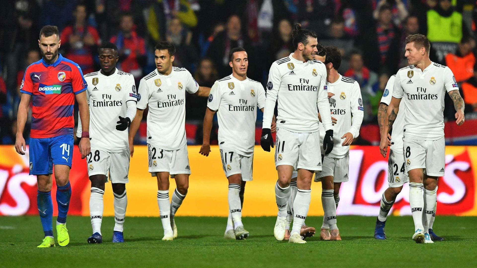 Jogadores do Real Madrid comemoram gol de Toni Kroos sobre o Viktoria Plzen na Champions League