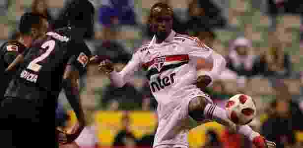 Helinho em ação contra o Frankfurt; atacante começa a temporada com moral - Rubens Chiri/saopaulofc.net