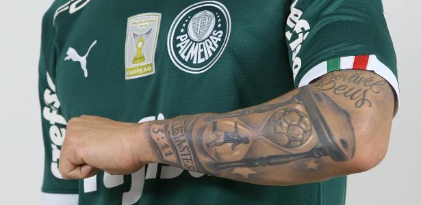 Raphael Veiga eternizou gol pelo Palmeiras em uma tatuagem - Divulgação/Palmeiras