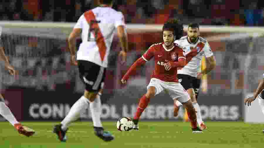 Nonato pode ficar fora da partida contra Chapecoense por lesão no tornozelo direito - Ricardo Duarte/Inter