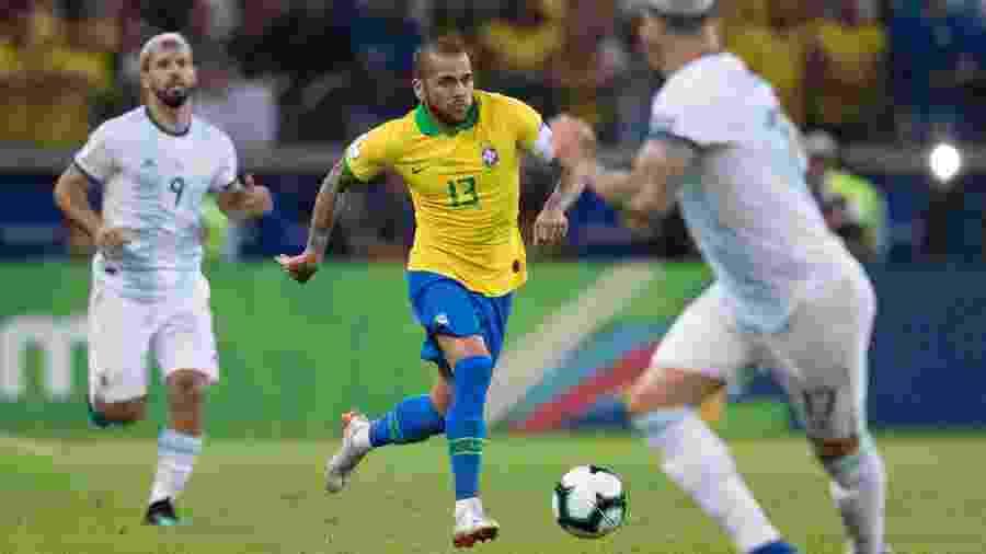 Daniel Alves em jogo da seleção brasileira - Lucas Figueiredo/CBF