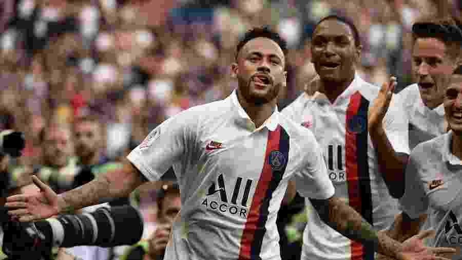 Neymar comemora gol do PSG contra o Strasbourg - Martin BUREAU / AFP