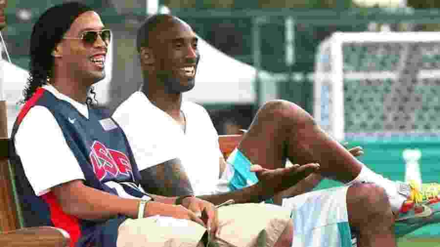 Ronaldinho Gaúcho publicou foto ao lado de Kobe Bryant em homenagem ao astro do basquete morto em um acidente de helicóptero - Reprodução/Instagram/ronaldinho