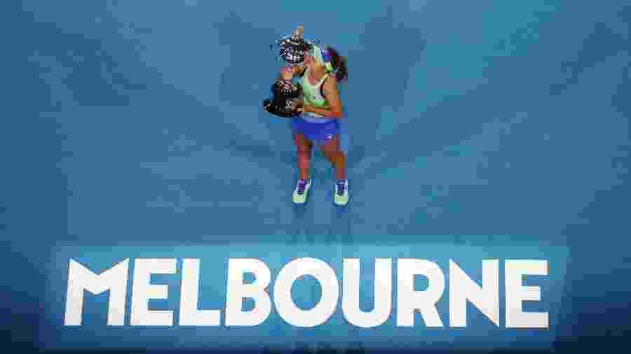Sofia Kenin com o troféu de campeã do Australian Open 2020 - Reuters