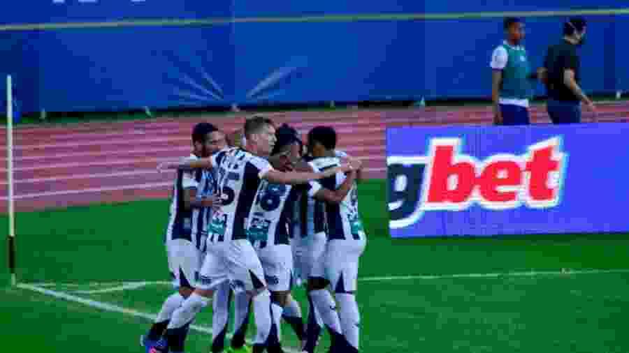 Jogadores do Ceará comemoram gol de Cléber diante do Bahia pela Copa do Nordeste - Jhony Pinho/AGIF