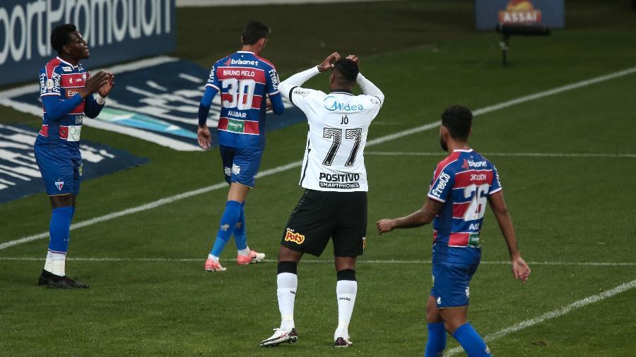 Jô lamenta chance perdida durante partida contra o Fortaleza pelo Brasileirão - Ettore Chiereguini/AGIF