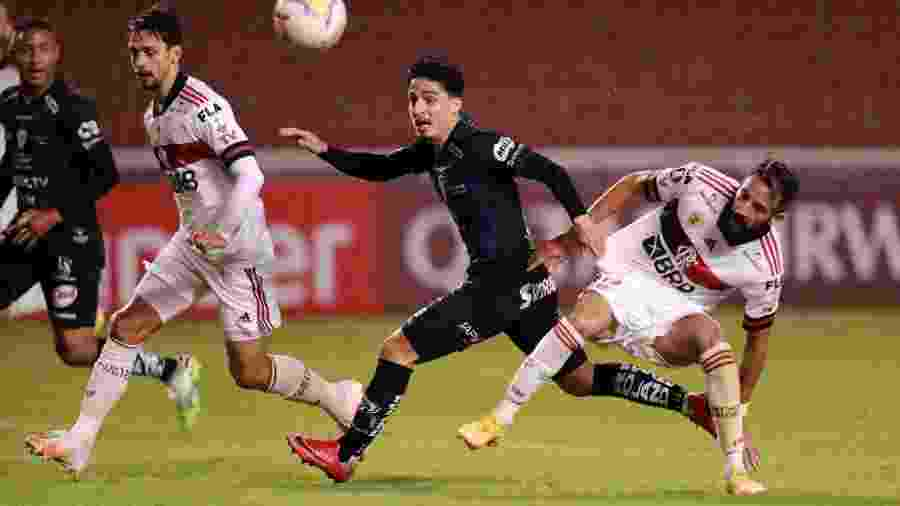 Time equatoriano goleou o Flamengo no meio da semana; nome de atleta infectado não foi divulgado - José Jácome-Pool/Getty Images