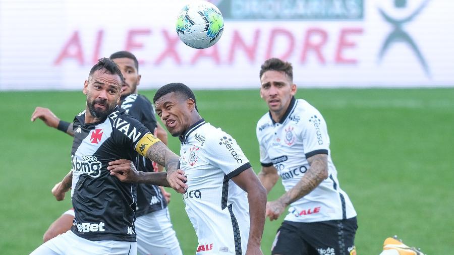 Jogadores de Corinthians e Vasco disputando a bola - Marcello Zambrana/AGIF