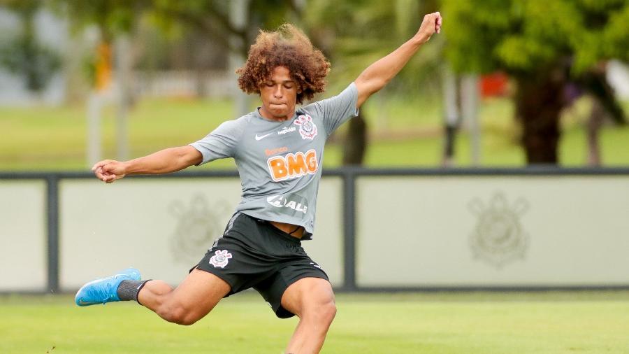 Guilherme Biro, lateral de apenas 16 anos, seguirá treinando com os profissionais do Corinthians  - Rodrigo Coca/ Ag. Corinthians