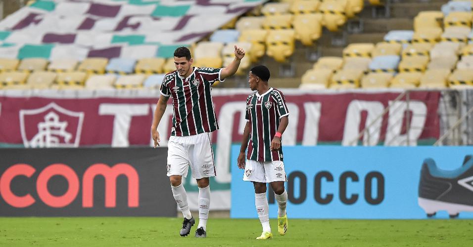 De cabeça, Nino abriu o placar para o Fluminense em cima do Botafogo
