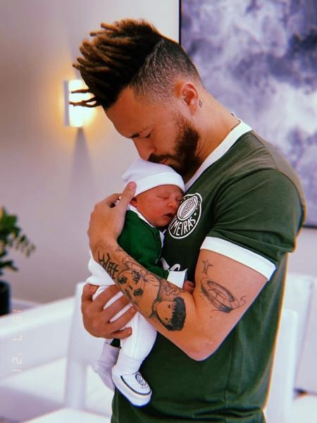 Fred posa com camisa do Palmeiras, escreve carta para filho e se declara ao futebol - Reprodução/Instagram