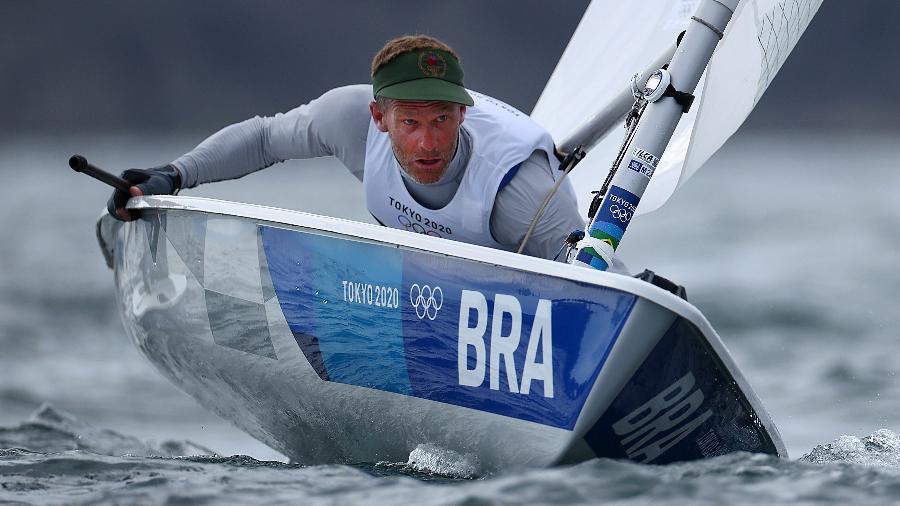 Robert Scheidt, aos 48 anos, finalista da Laser, classe que exige muito do físico - Clive Mason/Getty Images