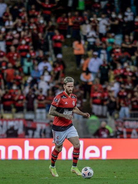 Léo Pereira em ação contra o Barcelona do Equador, no Maracanã, pela Libertadores - Marcelo Cortes/CRF