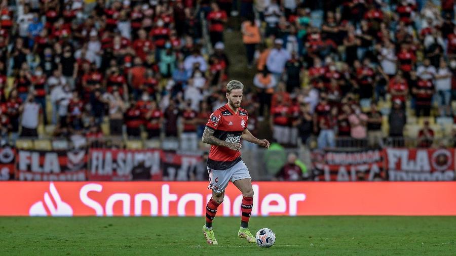Léo Pereira em ação pelo Flamengo, em partida contra o Barcelona-EQU - Marcelo Cortes/CRF