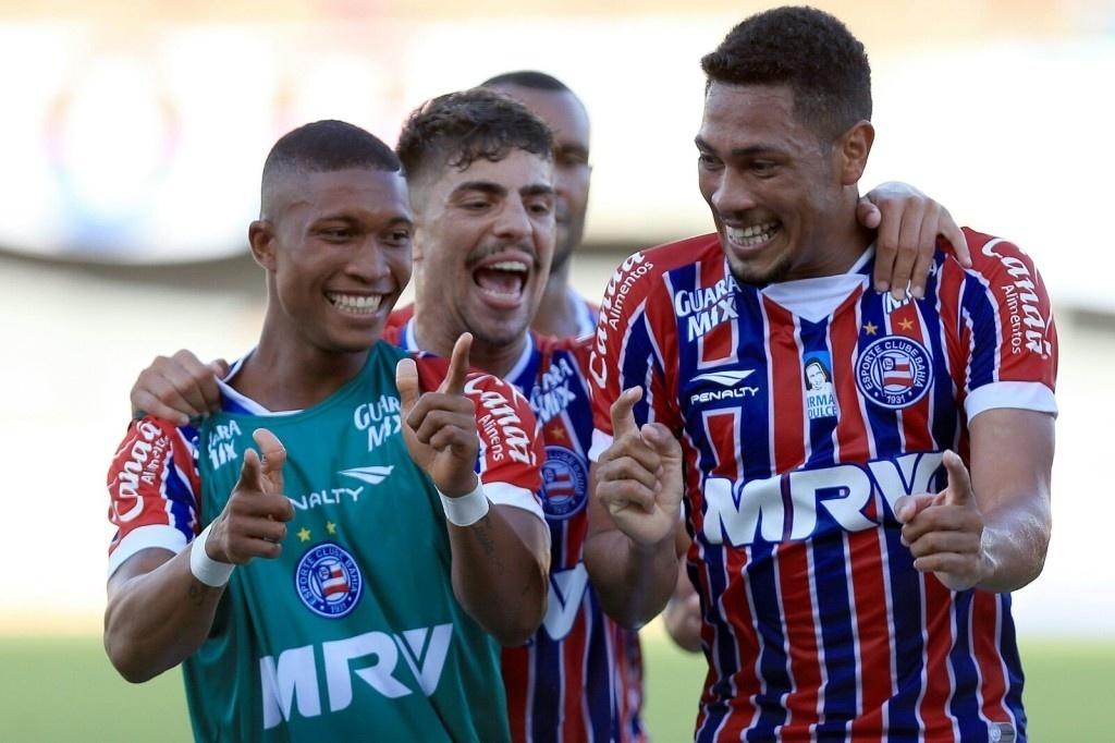 Hernane comemora gol contra Juazeirense