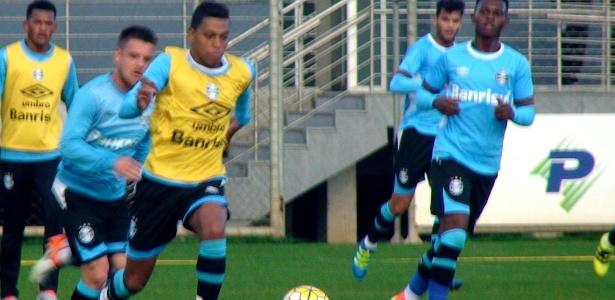 Pedro Rocha participa de treinamento do Grêmio como titular