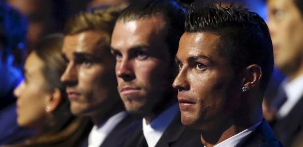 Cristiano Ronaldo ao lado de Bale e Griezmann na premiação da Uefa