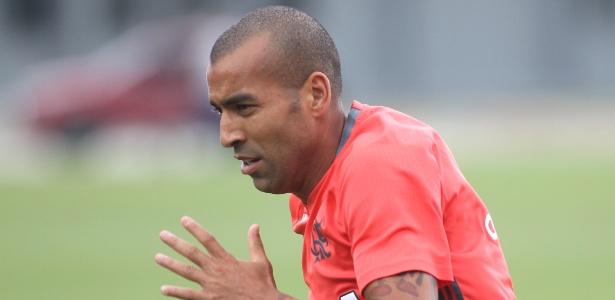 O atacante Emerson Sheik ainda está com o futuro indefinido no Flamengo