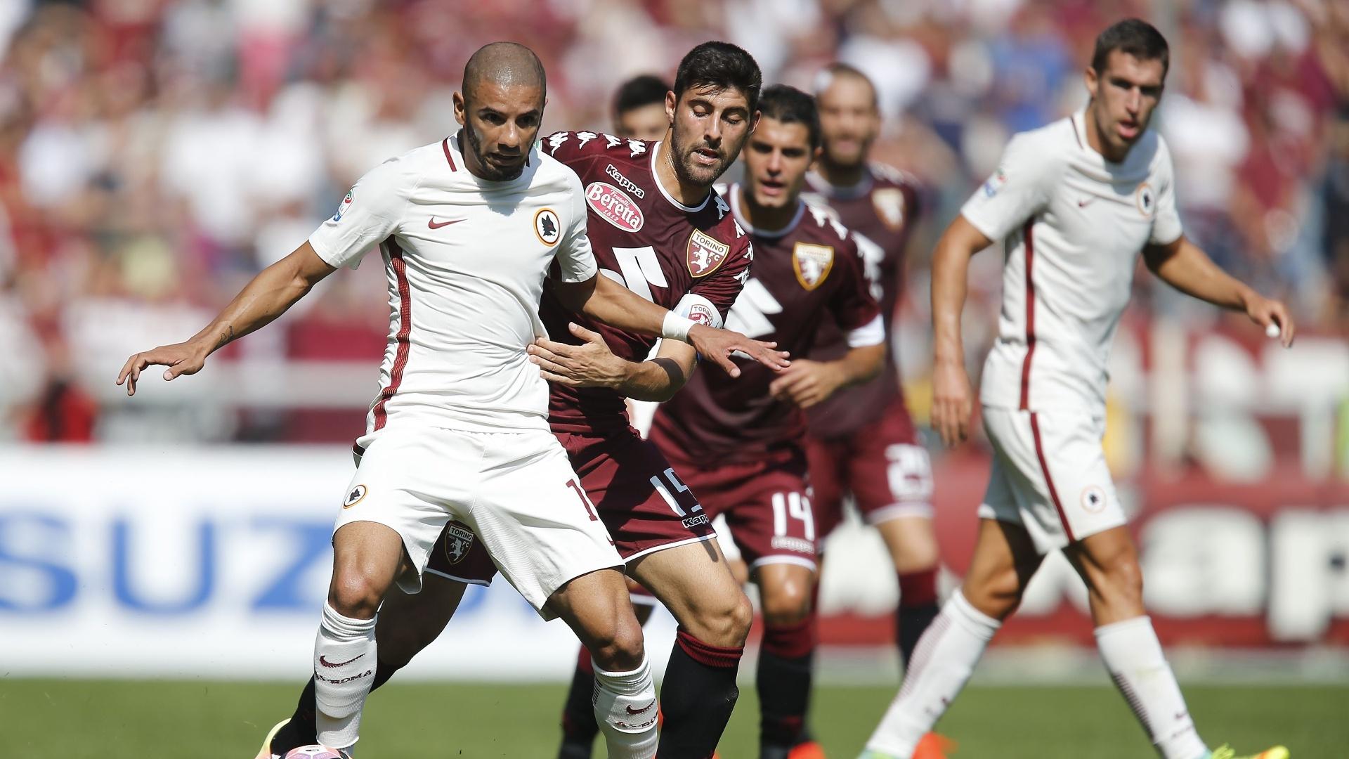 Bruno Peres em ação pela Roma na partida contra o Torino