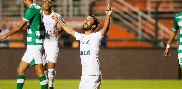 Thiago Ribeiro comemora gol do Santos em amistoso contra time marroquino