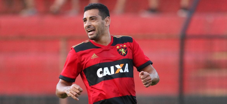 Diego Souza em ação pelo Sport; se quiser ir para o São Paulo, atacante terá de se posicionar claramente - ALDO CARNEIRO/ESTADÃO CONTEÚDO
