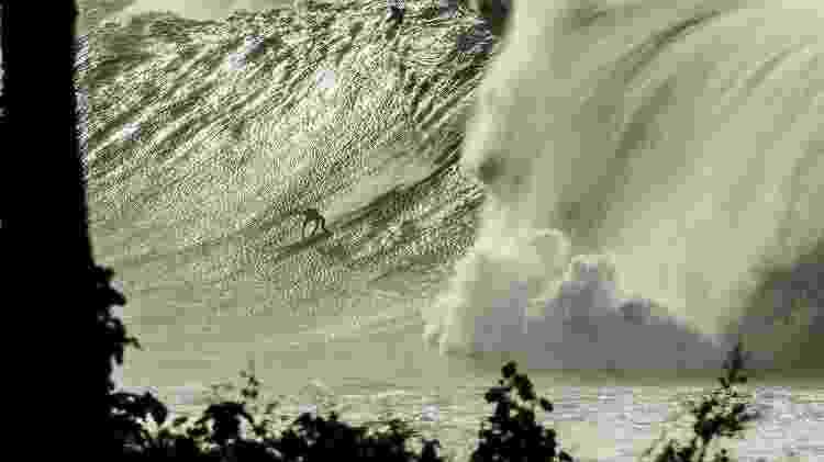 Eddie Aikau realizado em 2009 em Waimea Bay. Foto: Scott Soens/Divulgação