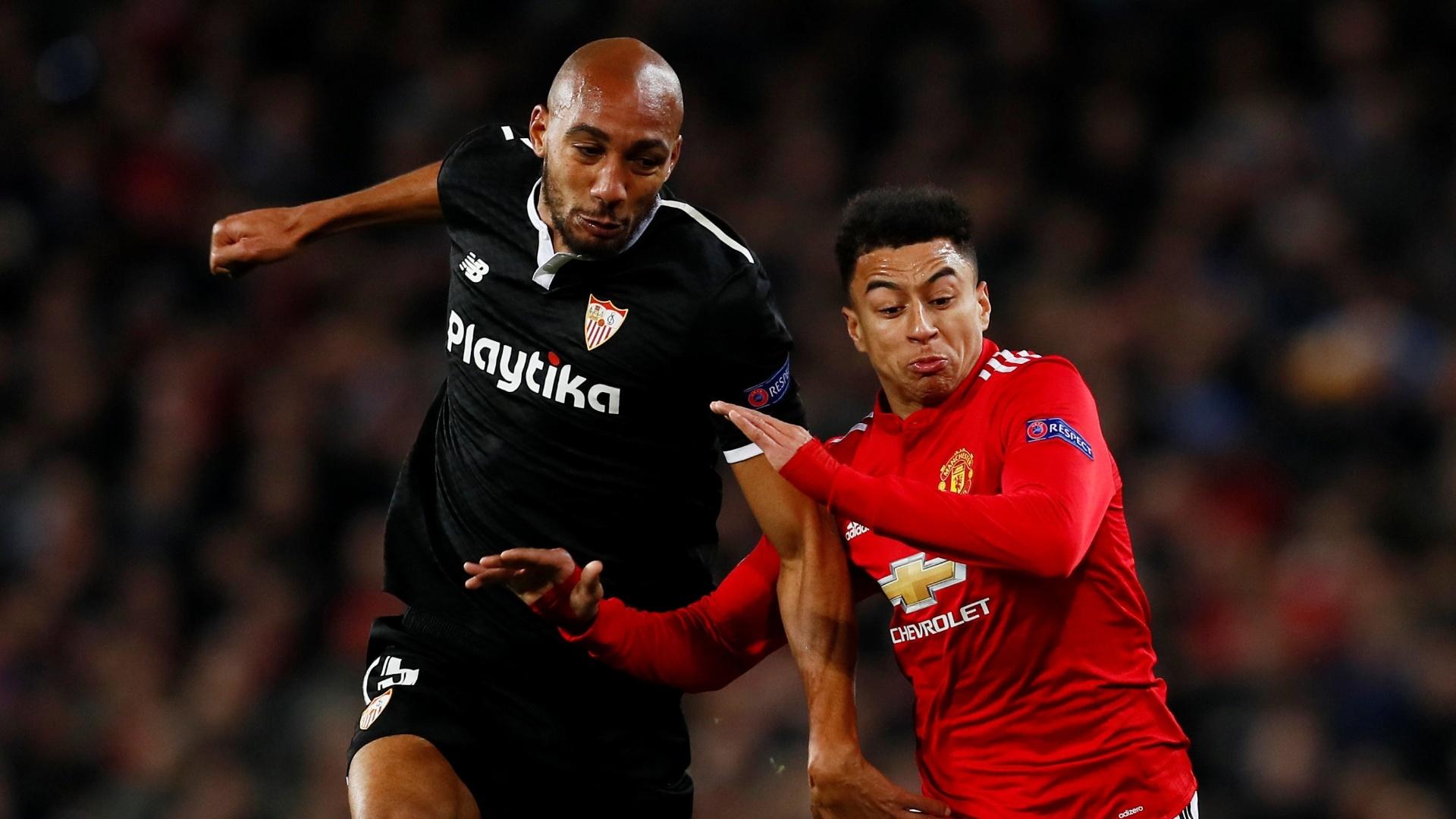 Jesse Lingard e Steven N'Zonzi disputam a bola na partida Manchester United x Sevilla pela Liga dos Campeões 2017/2018